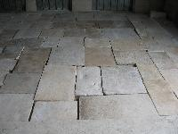 DALLE DE BOURGOGNE ANTIQUE LIMESTONE DALLE DE BOURGOGNE ANCIENS PAVAGE PAVES DE RECUPERATION AVEC BELLE PATINE ANCIENNE AUTHENTIQUE COULEUR MIEL,TRES BELLE,PRET EN MAGASIN GRANDS STOCKS EN CAISSES POUR LA VENTE,(STOCKS FOR SALE).